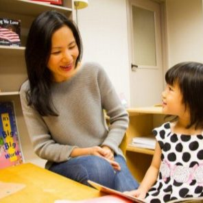 mom-daugther-reading