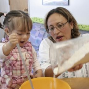 mom-kid-baking