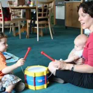 parent-kids-playing-drum